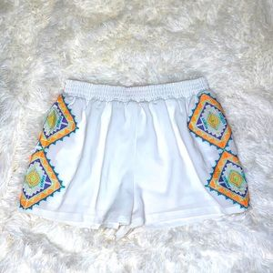 Lulumari White Embroidered Shorts Size Small